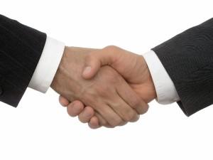 acuerdo 300x225 Los bancos ofrecen ahora pactos a los preferentistas para evitar perder más juicios