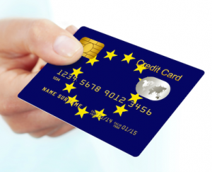 euro credit card 300x243 El Parlamento Europeo adopta la reforma de la Directiva de Servicios de Pago