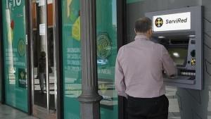 cajero automatico 644x362 300x169 El Defensor del Pueblo pide fijar un máximo de comisión en los cajeros