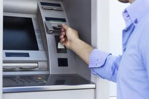 acuerdo cajeros 300x200 Los bancos deberán informar sobre las comisiones de los cajeros al Banco de España