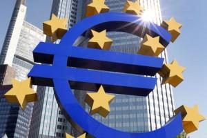 """0de76030 f385 11e1 b264 78944dcc0980 493x328 300x200 El BCE propone fusiones bancarias para frenar """"un shock en la rentabilidad"""" del sector"""