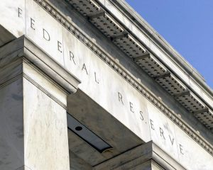 feddd 300x240 La FED restringe la contratación de productos complejos por bancos sistémicos