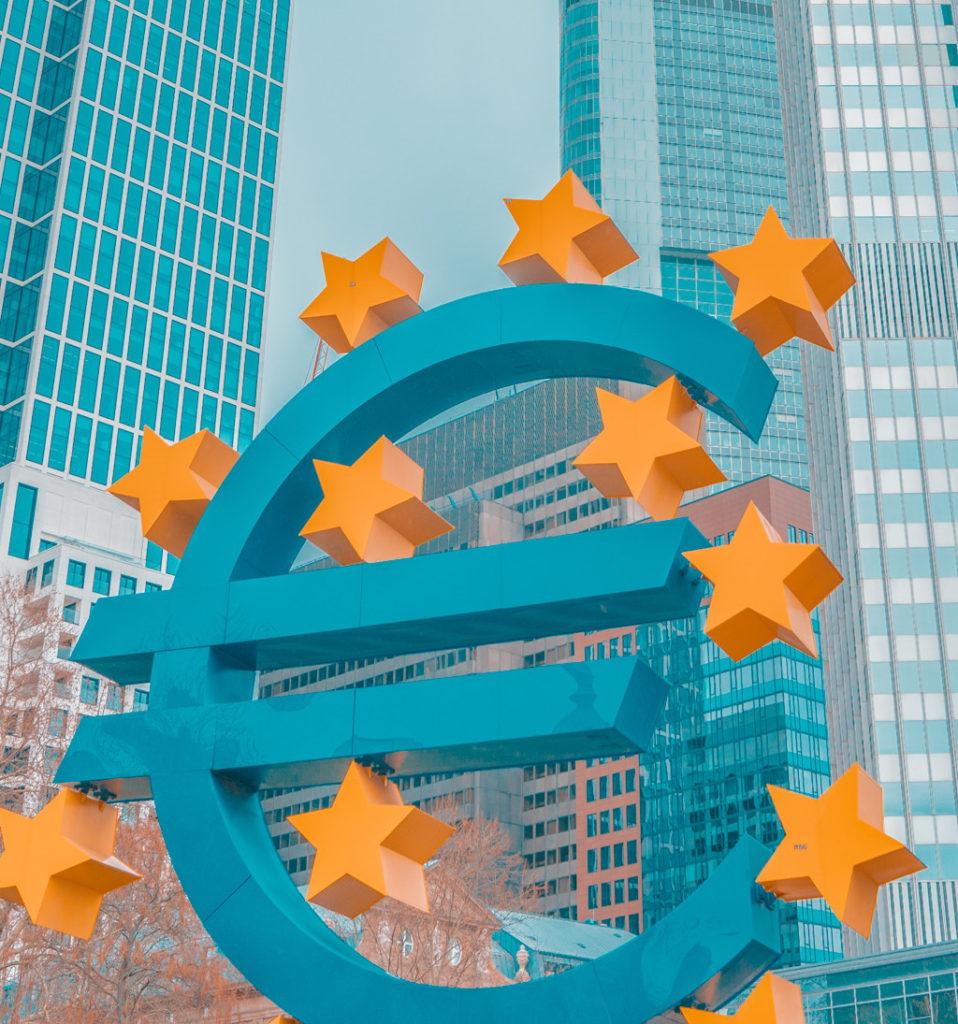 euro crisis financiera 958x1024 Jornada sobre protección del consumidor tras una década de crisis financiera