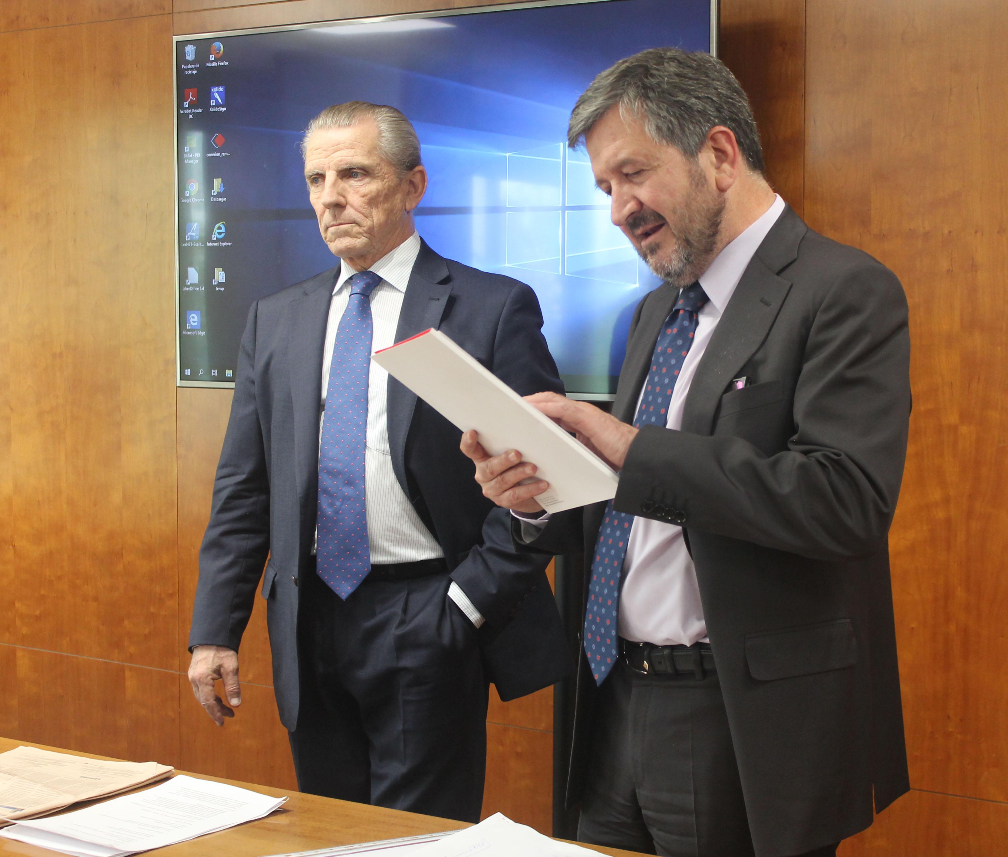 Fernando Zunzunegui y Manuel Conthe Manuel Conthe clausura el VIII Curso Especial en Derecho del Mercado Financiero y Fintech