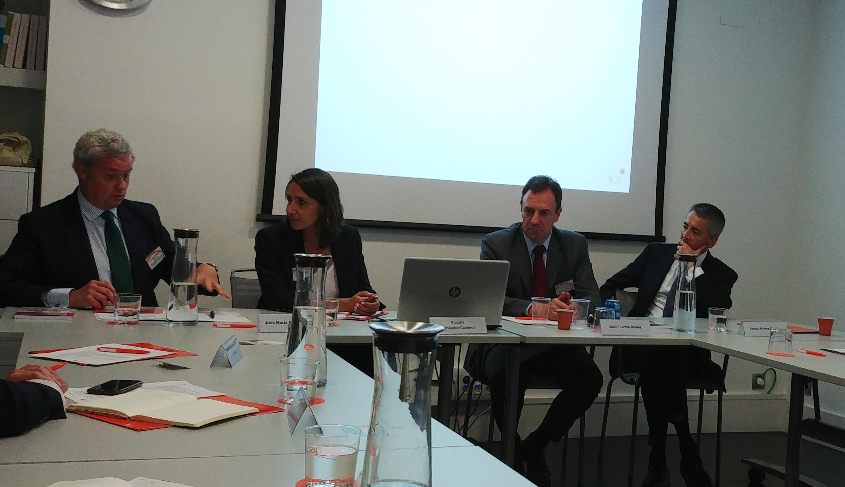 Sesión de Fide Se evidencia la ausencia de un lenguaje jurídico claro en el sector bancario y asegurador