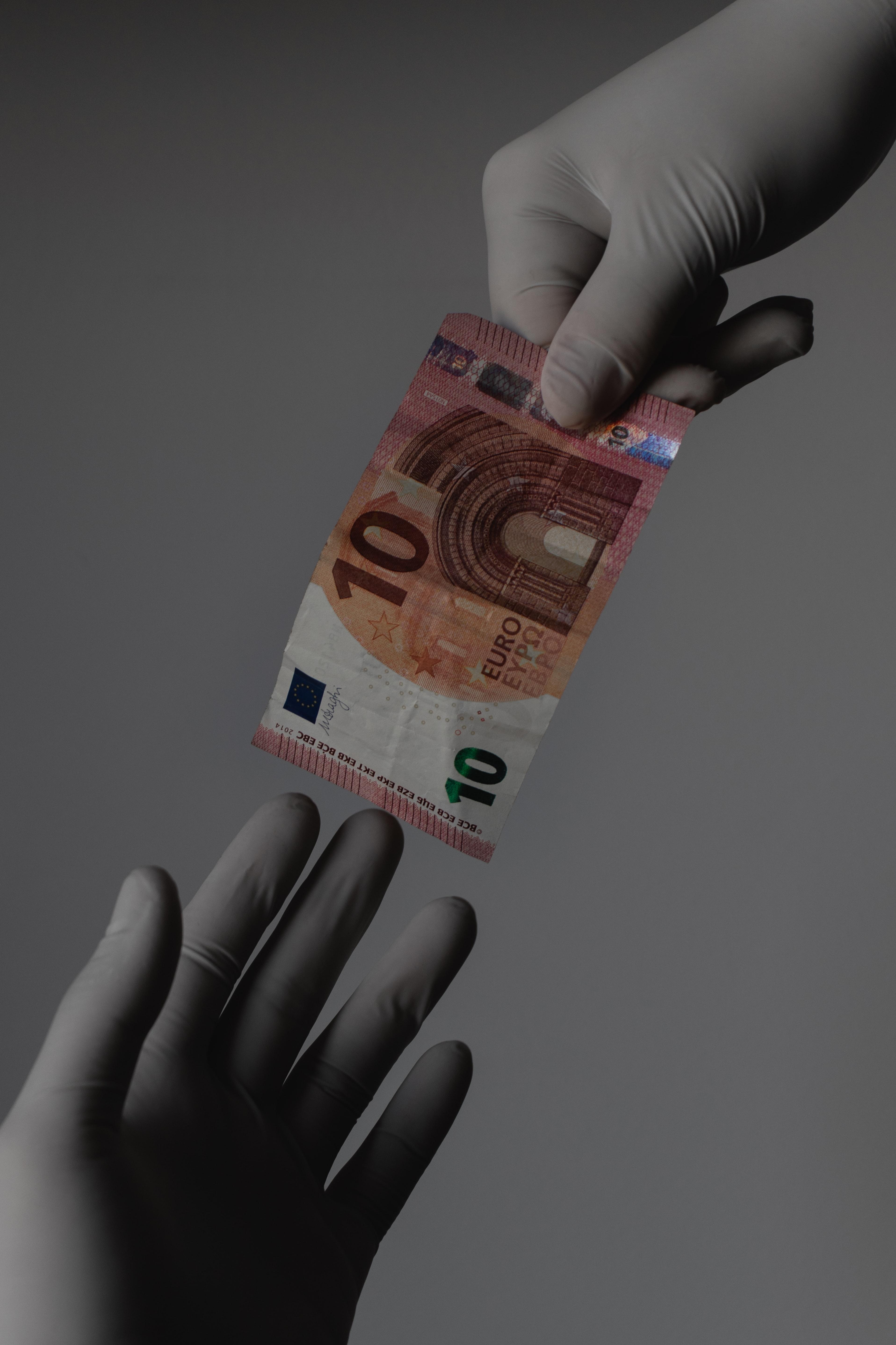 branimir balogovic yaMNhzAqhUg unsplash ¿Afecta la eliminación del efectivo a la libertad de las personas?